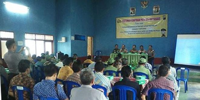 Babinsa Koramil Sambirejo Hadiri Penyuluhan Hukum di Balai Desa Kadipiro