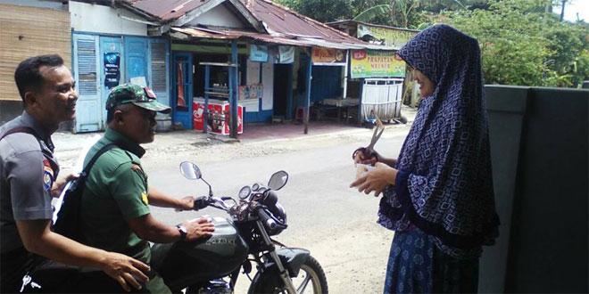 Sinergitas Polri dan TNI : Babinsa dan Bhabinkamtibmas Patroli Bersama di Desa Binaanya