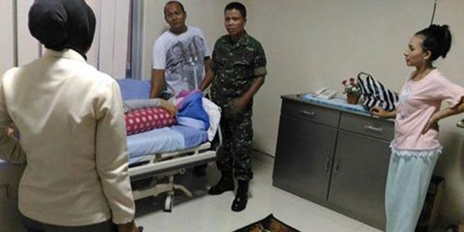 Kasdim 0703/Cilacap Sempatkan Jenguk Anak Anggotanya yang Dirawat di Rumah Sakit