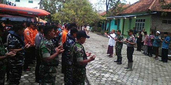 Koramil 04/Tanjung Apel Gabungan Pencarian Korban Tenggelam di Sungai Kabuyutan