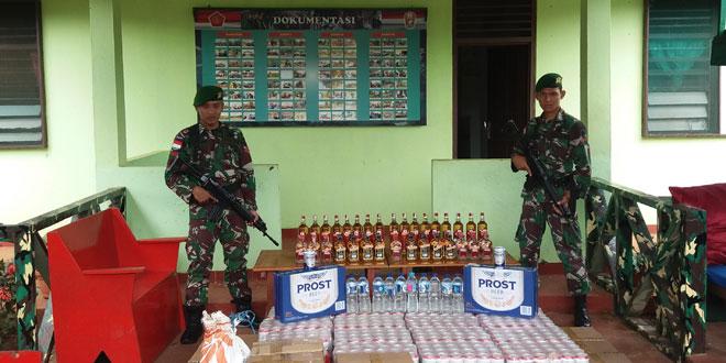 Ribuan Botol Minuman Beralkohol Hasil Sweeping Satgas Pamtas RI-PNG Yonif 407/PK Diserahkan ke Kolakops
