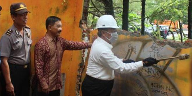 Prajurit Kodim 0731/Kulonprogo Bantu Pemda Dalam Menertiban Bangunan di Lokasi Calon Bandara