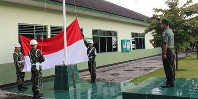 Anggota Kodim 0735/Surakarta dan Minvetcad 35 Surakarta Melaksanakan Upacara Bendera