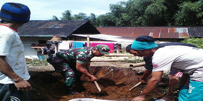 TNI Bersama BPBD Atasi Longsor