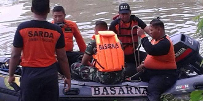 Koramil 07 Gajah Bantu Evakuasi Korban Tenggelam Di Sungai Sipon