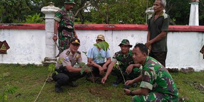 Penghijauan Lingkungan oleh Anggota Ramil 07/Wirosari Dim 0717/Purwodadi