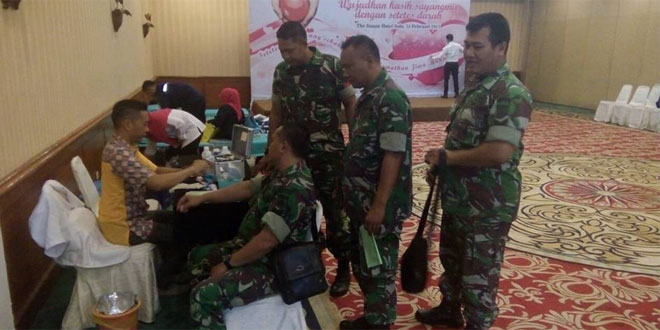 Babinsa Kal. Kerten Koramil 01/Laweyan Kodim 0735/Surakarta Melaksanakan dan Memantau Donor Darah