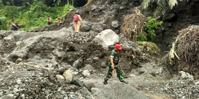 Babinsa Lumbungrejo Bersama Bhabinkamtibmas Patroli Secara Terpadu Di Bantaran Sungai Krasak