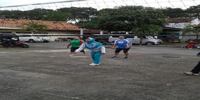 Latihan Bola Voly Anggota Persit KCK Cabang XXXVIII Kodim 0717/Purwodadi