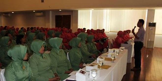 Seminar Kesehatan Reproduksi Bagi Wanita