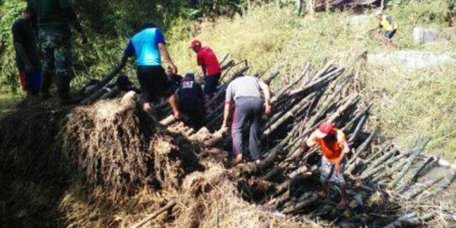 Pembersihan Sungai Bloro dari Rumpun Bambu yang Tumbang