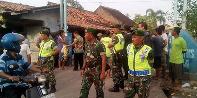 Anggota Kodim 0717/Purwodadi Tergabung Dalam Penertiban Pasar Pagi Lama