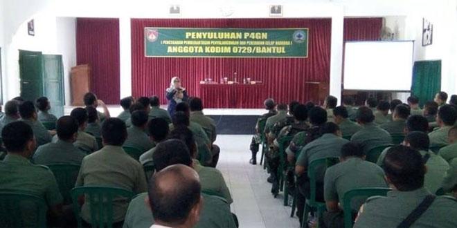 Anggota Prajurit dan PNS Kodim 0729/Bantul Menerima Penyuluhan P4GN