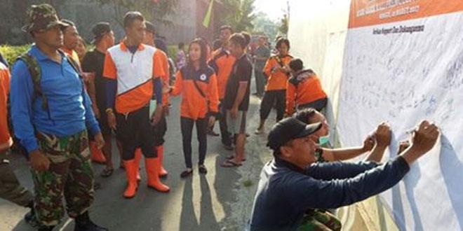 "Koramil 03/Serengan Laksanakan Karya Bhakti ""Resik-Resik Kali"""