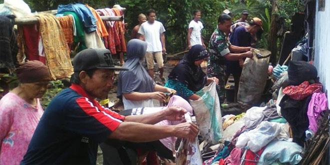 Babinsa Koramil 06/Sruweng Bantu Korban Rumah Roboh