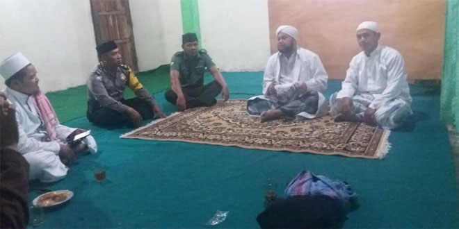 Babinsa Pondokrejo Dan Babinkamtibmas Ngaji Bareng dengan Kyai Habib Umar