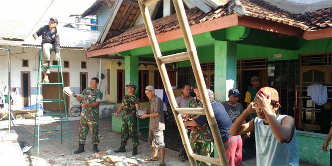 Koramil 10 Wiradesa Gotong Royong Rehap Mushola