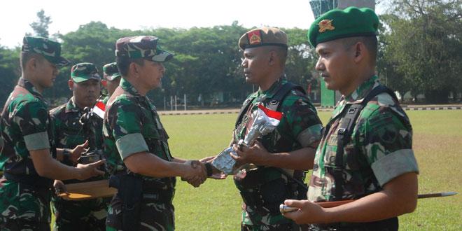 Yon Armed 3-105/Tarik dan Yonif 410/Alg Menangi Lomba Peleton Tangkas Kodam IV/Diponegoro