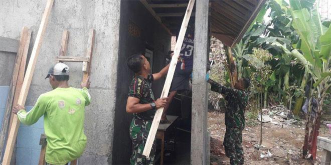 Meski Hari Libur Koramil 13/Majenang Terus Kebut Pembangunan Toilet