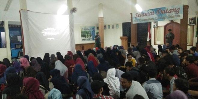 Hujan Tak Surutkan Masyarakat Cilacap Selatan Nonton Bareng Film 30 S/PKI