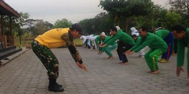 Babinsa Ramil 14/Karanganom Senam Bersama PKNU