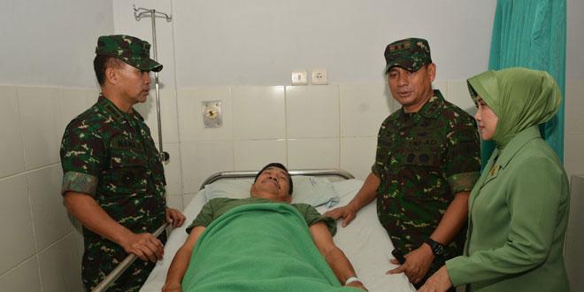 Anjangsana ke RST, Pangdam IV Beri Motivasi Keluaga TNI yang Sakit