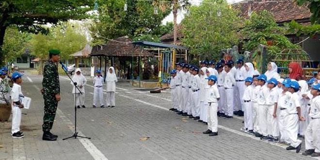 Kapten Inf Purwanto Berikan Semangat Kepada Murid SMP Lazuardi Al Fallah