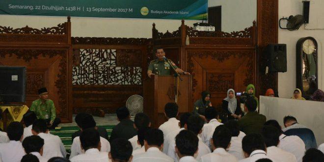 2500 Mahasiswa Baru Unissula Mendapat Kuliah Umum Dari Pangdam IV/Diponegoro