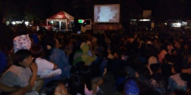 1500 Masyarakat Tumpah Ruah Di Alun Alun Kecamatan Sidareja Nonton Bareng Film G 30 S/PKI