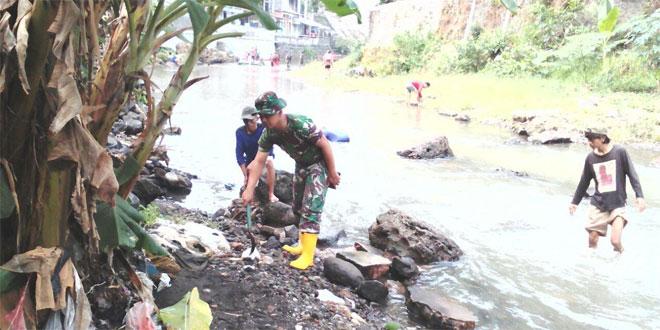 TNI Melalui Kodim 0734/Yogyakarta Bersama Warga dan Komunitas Bersihkan Kali Code