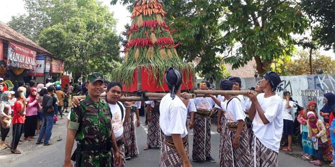 Koramil 17/Gamping Ikut Amankan Kirab Merti Dusun Biru Desa Trihanggo