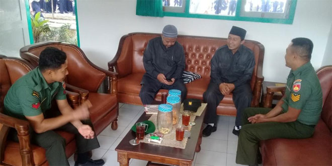 Koramil 04/Ngadirejo Melaksanakan Komsos Dengan Guru di SMP Islam Ngadirejo