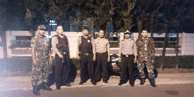 Babinsa Gedongtengen dan Polsek Patroli Bersama