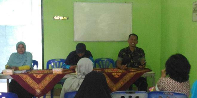 Babinsa Ngupasan Bersama PLKB Kecamatan Memberikan Motivasi Kepada Kader KB Kelurahan Ngupasan