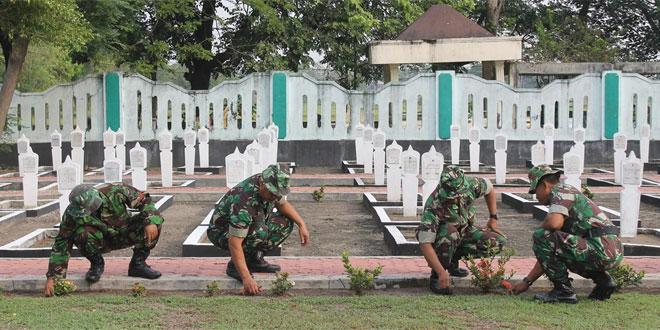 Peringatan HUT Ke 72 TNI Kodim 0725/Sragen Warnai Dengan Karya Bhakti di TMP