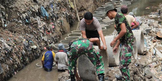 Cuaca Panas Tak Menyurutkan Semangat Anggota Satgas TMMD Kodim 0734/Yogyakarta