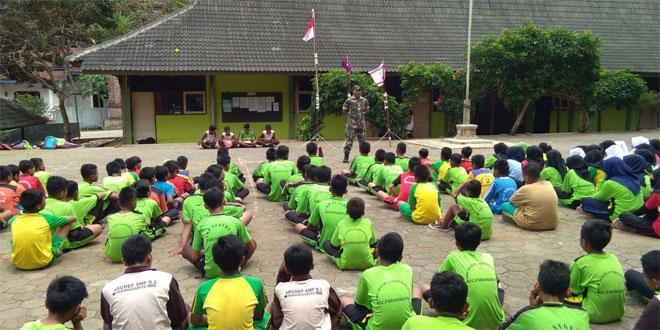 Serma Gatot Hariyanto Berikan Pembinaan Karakter Kebangsaan di Sekolah