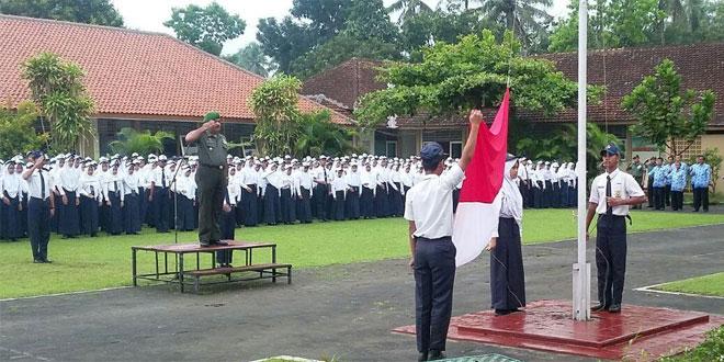 Jadi Pembina Upacara, Danramil Borobudur Ingatkan Tentang Wawasan Kebangsaan dan Kenakalan Remaja