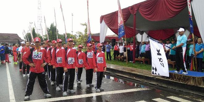 Dandim 0703/Cilacap Berangkatkan Peserta Gerak Jalan 28 Km Tingkat Jateng
