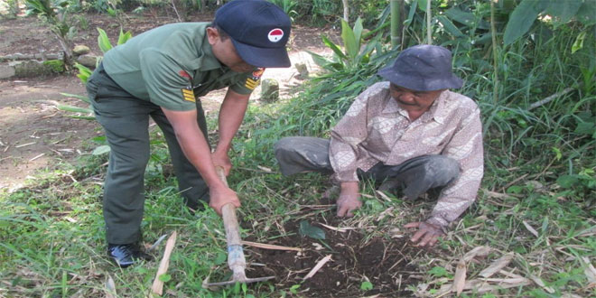 Warga Bersama Koramil 04/Ngadirejo Melaksanakan Penghijauan di Desa Ganduwetan