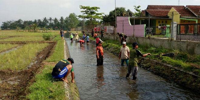 TNI Bersama Warga Dalam Gerakan Nasional Indonesia Bersih