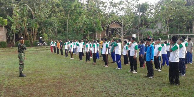 Anggota Koramil 22/Slogohimo Melaksanakan Senam Pagi Bersama Peserta Pendidikan Kader Penggerak NU