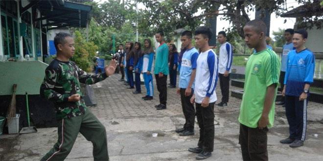 Anggota Saka Wira Kartika Binaan Koramil 03/Kroya Dilatih Bela Diri Militer