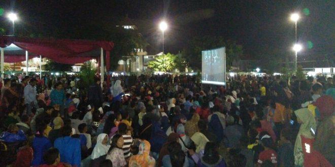 Wooww !!! 5000 Masyarakat Padati Alun – Alun Cilacap Nonton Bareng Film G 30 S/PKI Bersama Forkompinda