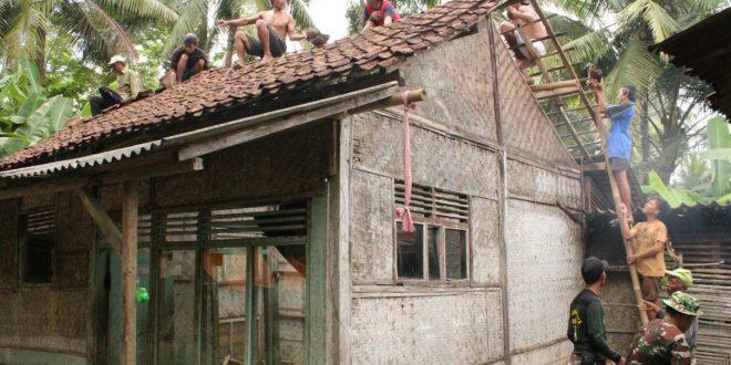 Kondisi Memprihatinkan Rumah Ikhsan Pardi Di Bongkar Satgas TMMD