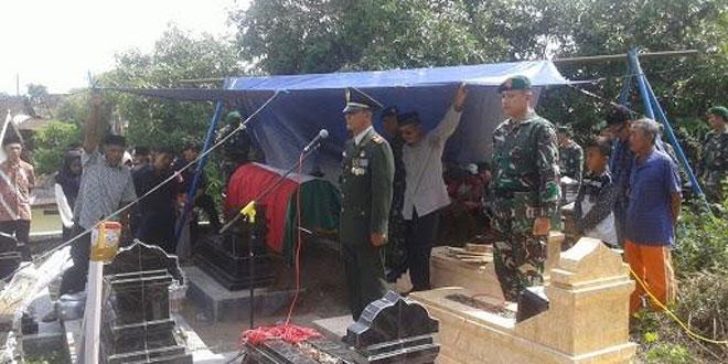 Danramil 15/Polanharjo Berikan Penghormatan Terakir Untuk Alm Veteran Pejuang Kemerdekaan RI