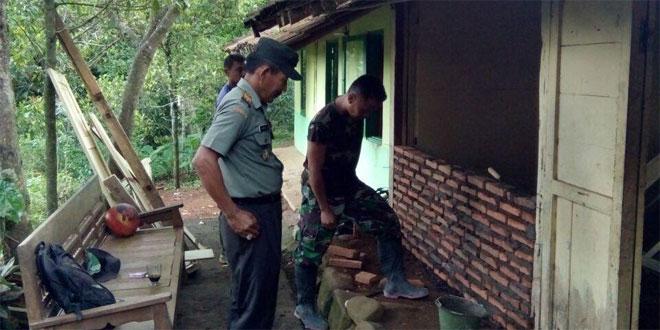 Koramil 09/Tonjong Kodim Brebes Rehab RTLH 28 Warga Binaannya