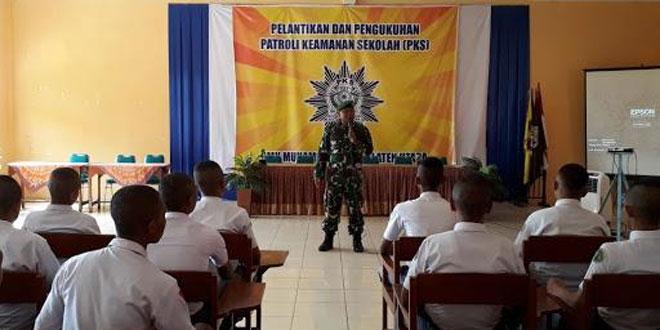 Bati Wanwil Koramil 24/Klaten Utara Memberikan Pembekalan Dalam Pengukuhan dan Pelantikan PKS SMK Muhammadiyah 3 Klaten