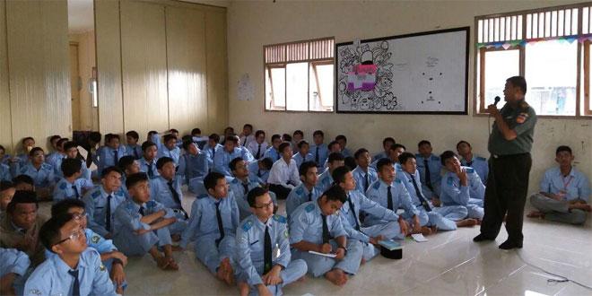 Danramil 13/Mungkid Berikan Wasbang di SMA Ihsanul Fikri Mungkid