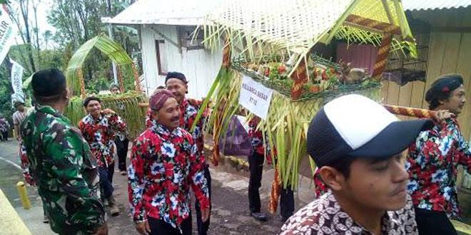 Babinsa Brongkol Mengikuti Kegiatan Sedekah Ulang Tahun Objek Wisata Taman Kelir di Kecamatan Jambu